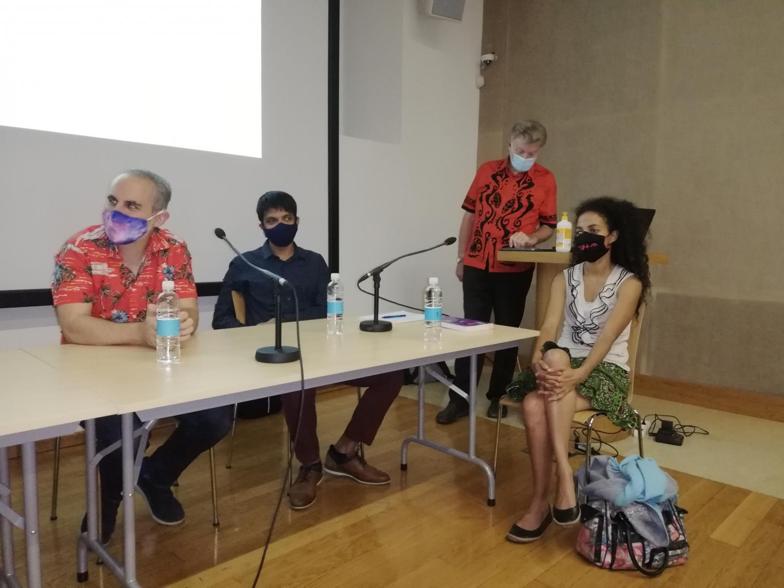 Simpozij Glasba in manjšine – Okrogla miza 1: Carlos Yoder, Bharath Ranganathan, Svanibor Pettan, Dalanda Diallo. Ljubljana, 28. 8. 2020. Foto: U. Šivic.