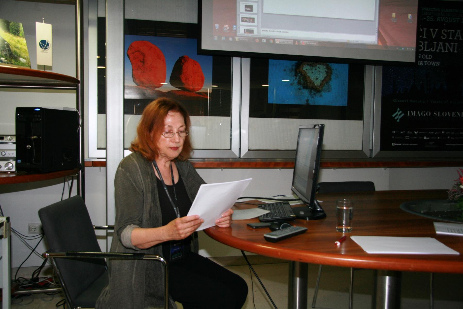Dr. Dorit M. Klebe, nacionalna predstavnica Nemčije pri Mednarodnem združenju za tradicijsko glasbo (ICTM). Udeleženka sekcije Od starih do novih okolij. Foto: Urša Šivic.