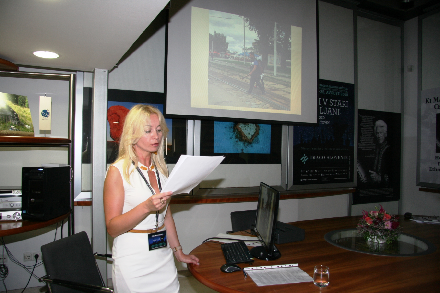 Dr. Olha Kolomyetts, nacionalna predstavnica Ukrajine pri Mednarodnem združenju za tradicijsko glasbo (ICTM). Udeleženka sekcije Manjšine v slovanskih okoljih. Foto: Urša Šivic.